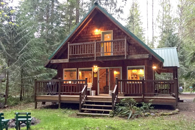 Side of house with a great size deck. - 32MBR Private Pet Friendly Cabin near Mt. Baker - Glacier - rentals