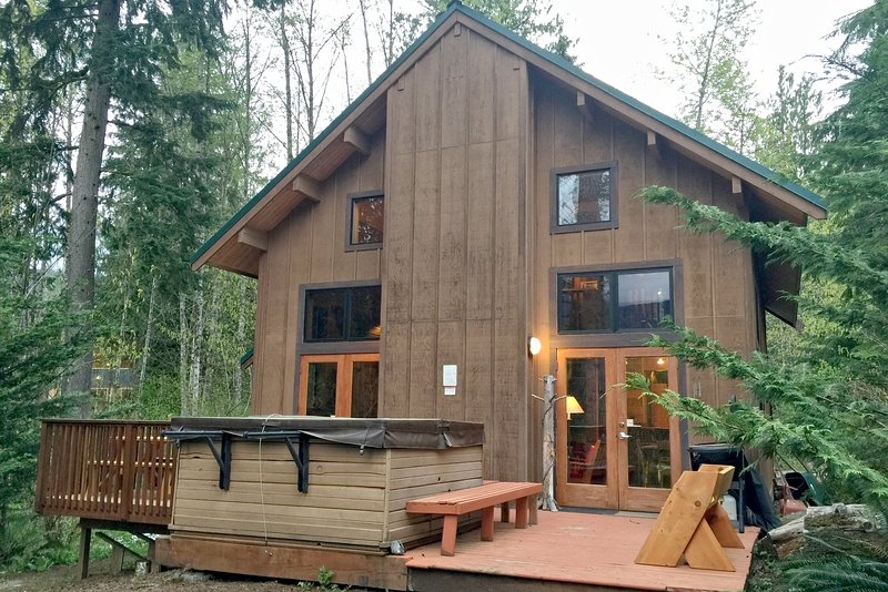 Enjoy the gorgeous scenery well relaxing in the hot tub - 44MBR Rustic Cabin with Modern Charm near Mt. Baker - Glacier - rentals