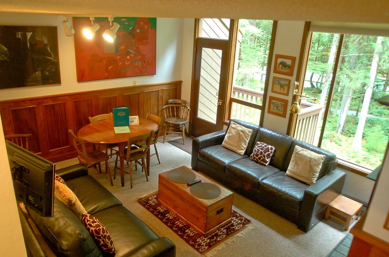The living room - 57SW Townhouse Style Condo on 20 Riverside Acres - Glacier - rentals