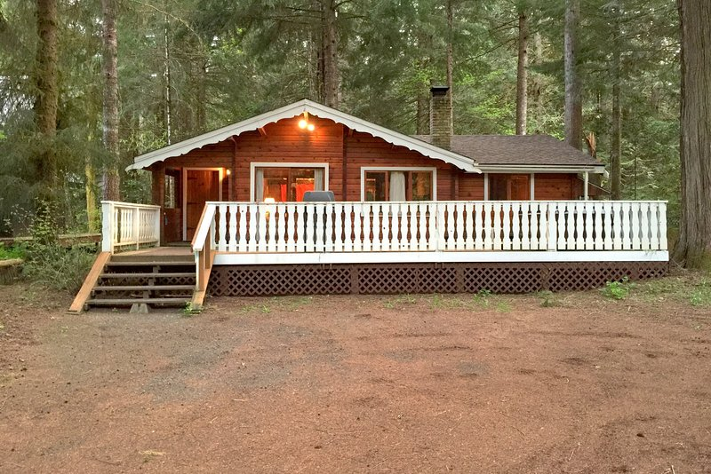 Front of the house - 66SL Gramma & Grampas Cabin has a Hot Tub and WiFi - Glacier - rentals