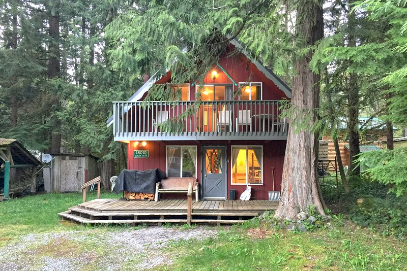 Front of the house - 63MBR Pet Friendly Ski Chalet near Mt. Baker has WiFi - Glacier - rentals