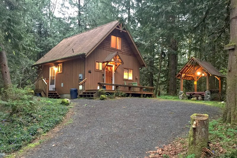 Front of the house - 67MF Very Private Cabin with a Hot Tub near Silver Lake - Maple Falls - rentals