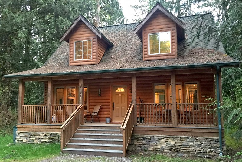 Front of the house - 89GS Cedar & Log Cabin close to Mt. Baker - Glacier - rentals