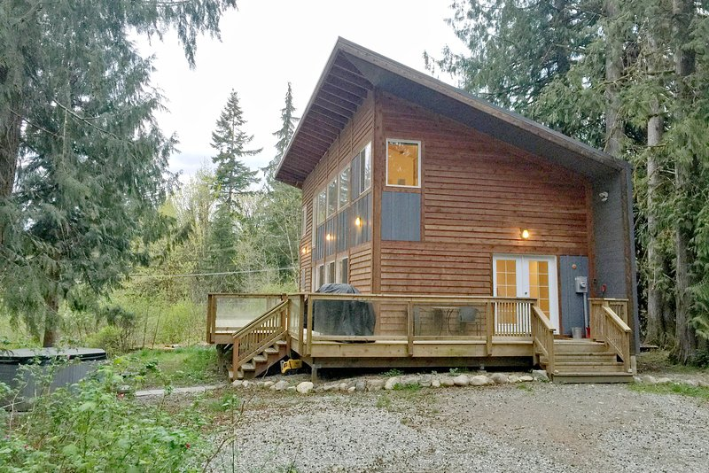 Front of the house - 58MBR Beautifully Designed Cabin near Mt. Baker has WiFi - Glacier - rentals