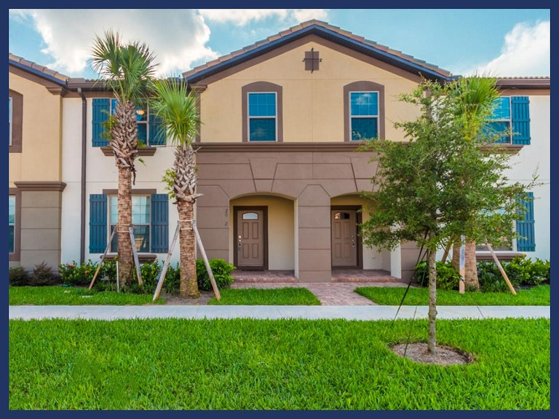Stunning 5 Bed Townhouse with Private Pool - Image 1 - United States - rentals