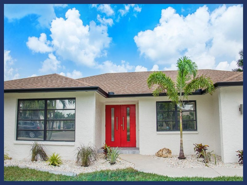 Luxury 4 Bed Villa with Private Pool and Spa - Image 1 - Cape Coral - rentals