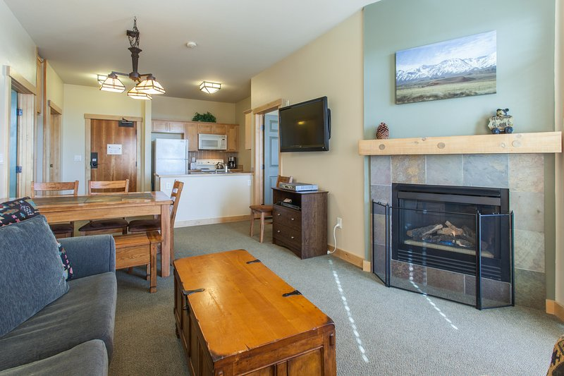 Livng Room/ Sleeper Sofa Pull Out/ fireplace/flat screen tv - Sunstone # 329 - Mammoth Lakes - rentals