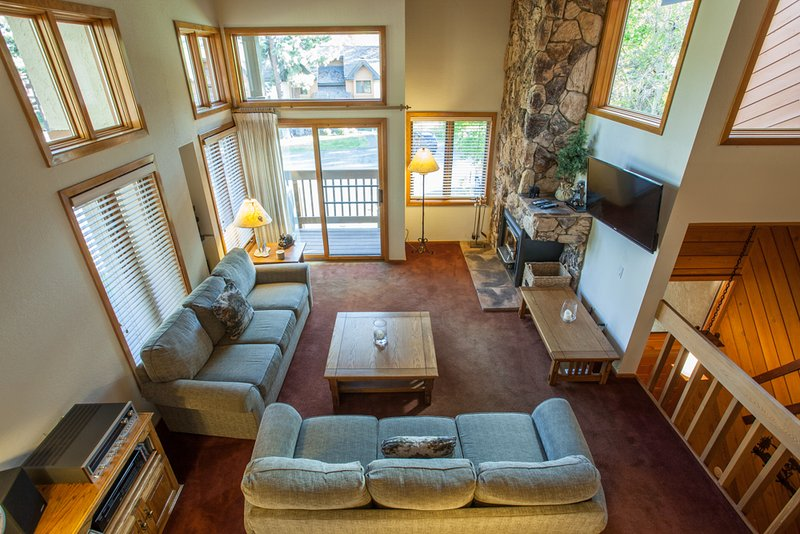 Living Room with wood burning fireplace, flat screen tv and deck. - Snowcreek #474 - Phase III - Mammoth Lakes - rentals