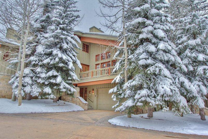 Front exterior with 2-Car Garage and Private Deck - Deer Valley Silverlake Cache - Park City - rentals