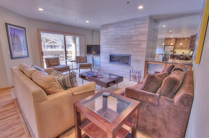 """Newly Remodeled Living Room with 42"""" LCD TV, DVD, Stereo, Gas Fireplace, Private Deck Access - Park City All Seasons - Park City - rentals"""