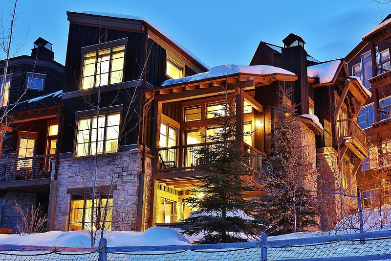 Exterior picture of Silver Star Ultimate corner, end townhouse style luxury vacation rental - Park City Silver Star Ultimate (Ski in/ Ski out) - Park City - rentals