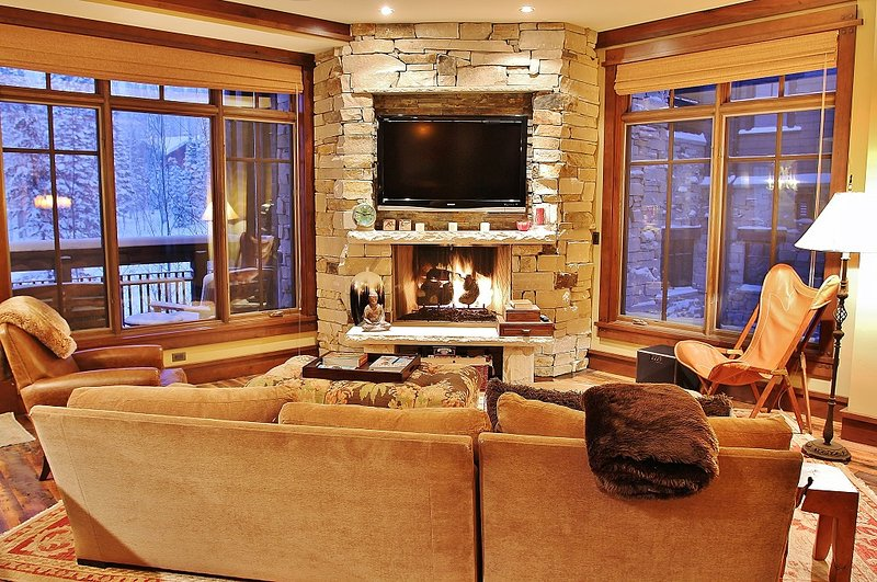 "Living room with 50"" HD TV/DVD/Surround, fireplace, and lots of cozy seating - Deer Valley Arrowleaf 302 - Park City - rentals"
