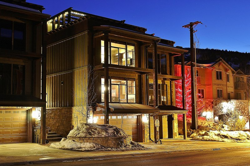Front Exterior and roof top deck - Deer Valley Ultimate Loft - Deer Valley Ultimate Loft - Park City - rentals