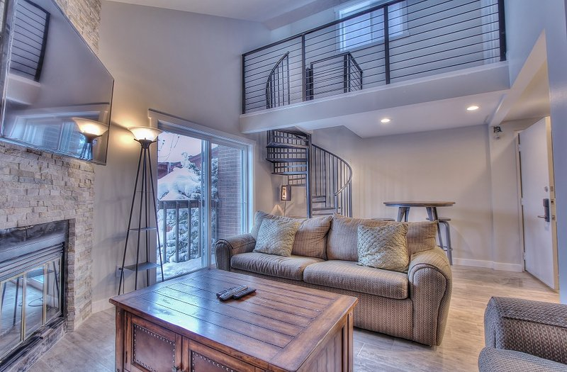 "Living Room with 60"" HD Smart TV, Fireplace, Private Deck and Queen Sofa Sleeper - Snowblaze 301 - Park City - rentals"