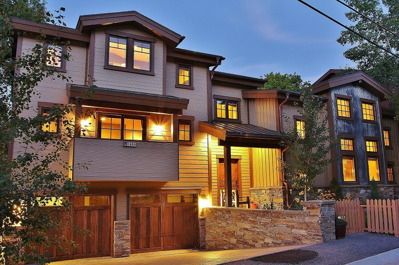 Front exterior view of Badgerland - Park City with heated driveway and walkways - Badgerland Park City - Park City - rentals