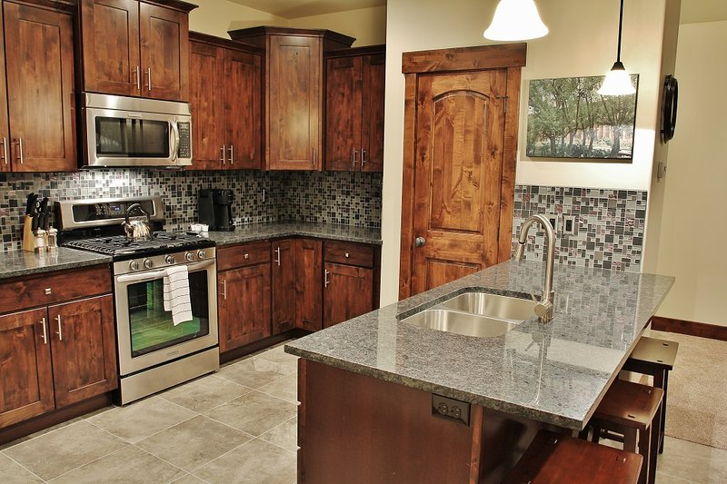 Park City Black Rock Ridge-Full stock Kitchen with Granite countertops and stainless steel appliances- Park City - Park City Black Rock Ridge - Heber City - rentals