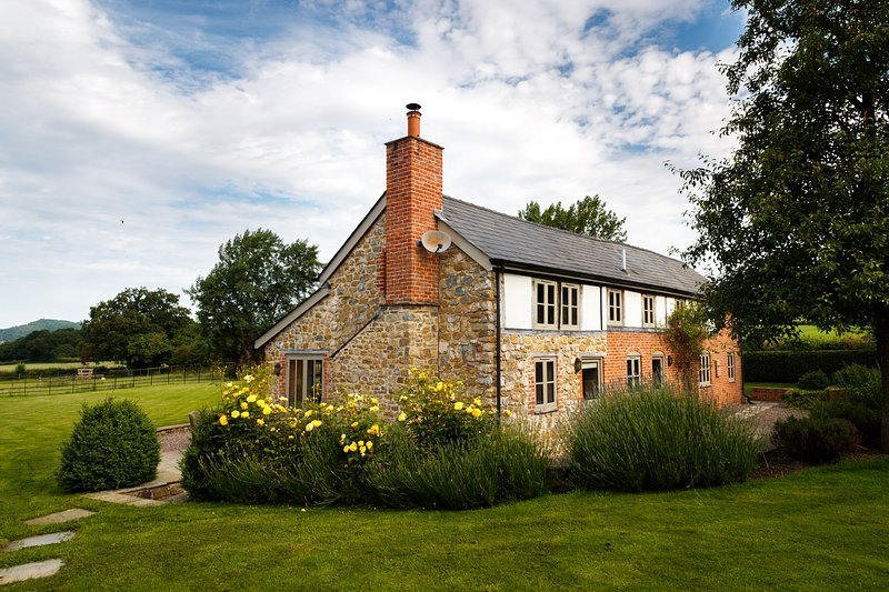 5* Self catering holiday cottage in England - Image 1 - Hereford - rentals