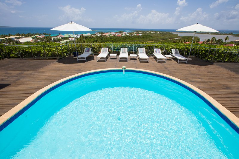 MANGO... 4BR vacation villa rental in Orient Bay, St. Martin 800 480 8555 - MANGO... 4 BR ... amazing views of Orient Bay await you...enjoy! - Orient Bay - rentals