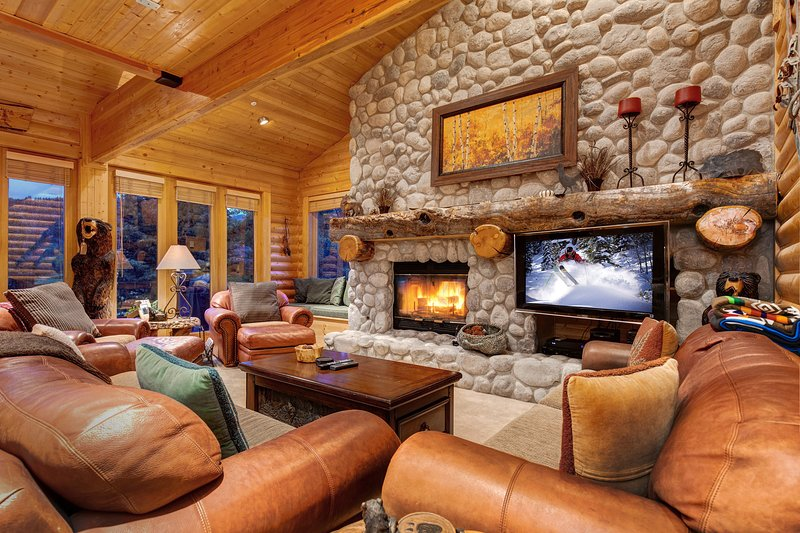 Stone and wood features Let you know you are in the mountains the moment you arrive - Abode at Glenfiddich in Deer Valley - Park City - rentals