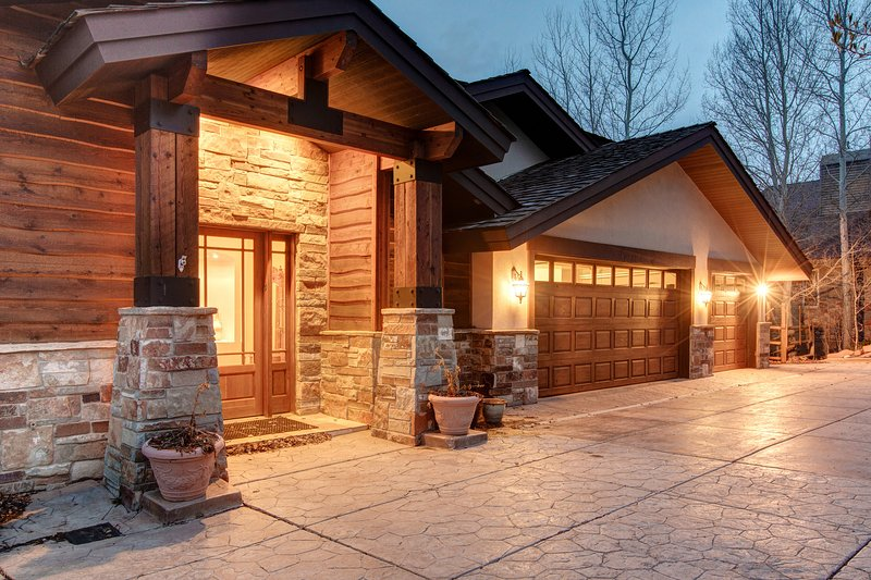 Entryway- 3 car garage - Abode in Vitrail - Park City - rentals