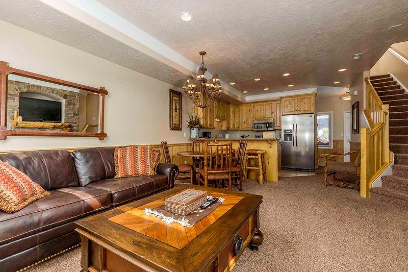 Open living area - Lakeside Unit 21A | 1 Bed - Huntsville - rentals