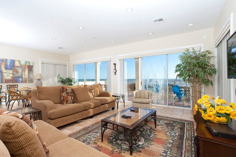 Open living and dining room with beautiful ocean views - 110 Villa Doce - South Padre Island - rentals