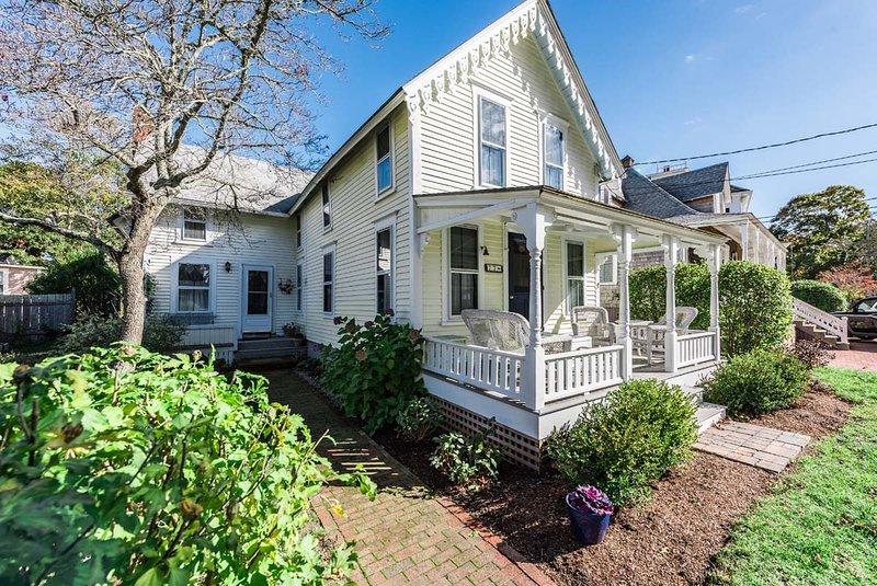 Front Porch Entry to the House from Street - GUIDT - Pennacook Victorian House, Covenient In-town Location, Walk to Beach, Enjoy Shops, Dining and Harborfront, All Just a Short Stroll from this Quaint Home - Oak Bluffs - rentals