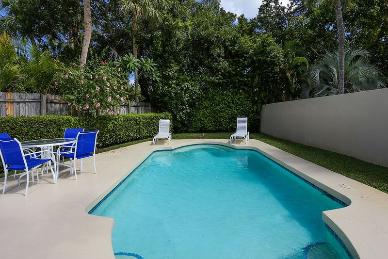 Fenced in yard. - An Island Treasure right off St. Armand's Circle - Longboat Key - rentals