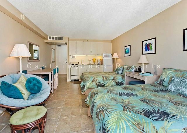 Heart of Waikiki studio with 2 beds, AC, FREE parking and WiFi!  Sleeps 3. - Image 1 - Waikiki - rentals