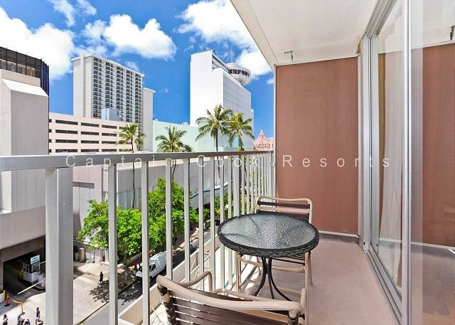 UPGRADED studio with kitchenette, A/C, FREE parking and WiFi! - Image 1 - Waikiki - rentals
