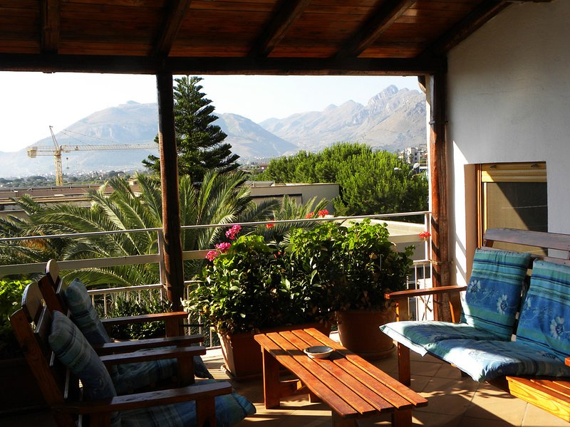 Catch the breeze from the sea, relaxing on the deck - VILLA DELLE PALME, TERRACE SUITE - Casteldaccia - rentals