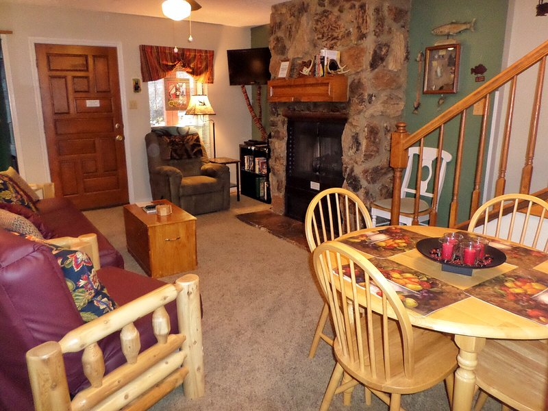 Valley Condos #112 - WiFi, Washer/Dryer, Community Hot Tubs, Playground, Creek - Image 1 - Red River - rentals