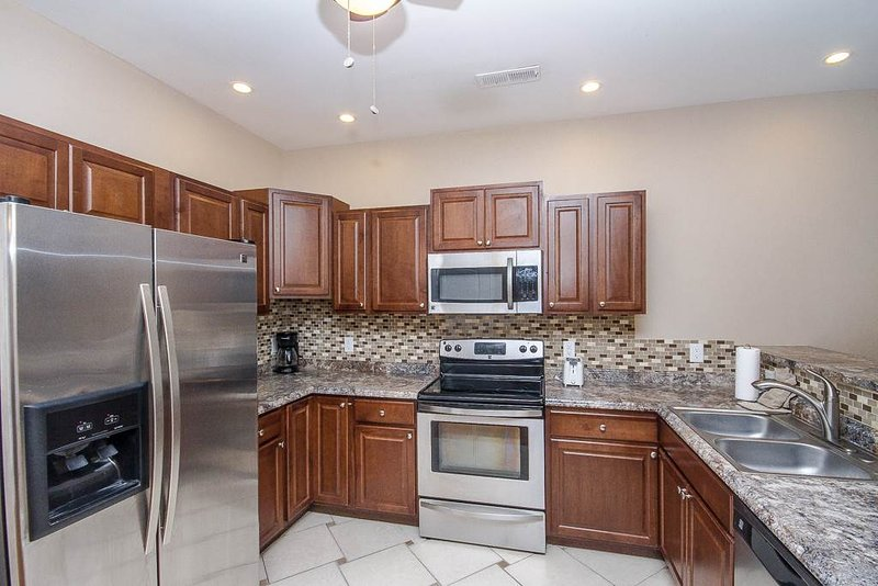 Beautiful, large condo, new kitchen, walk to beach, walk to Family Kingdom! - Image 1 - Myrtle Beach - rentals
