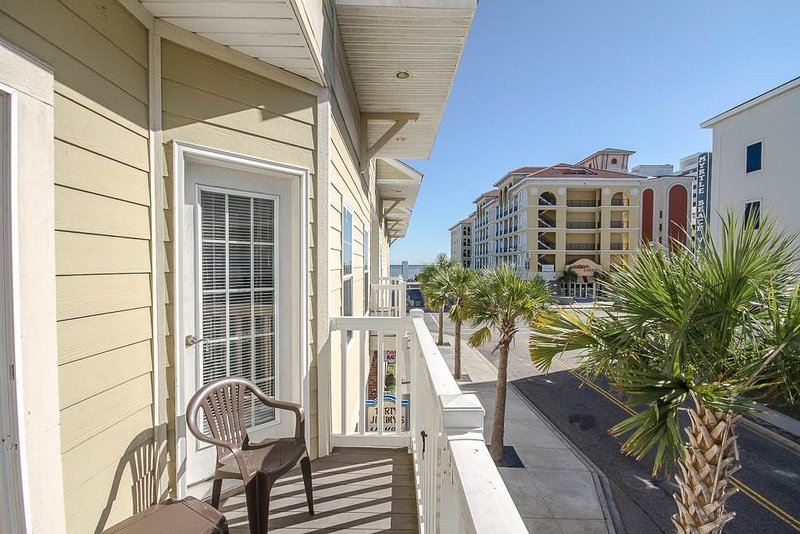 Beautiful, large condo, new kitchen, walk to beach, walk to Family Kingdom! - Image 1 - Myrtle Beach - rentals