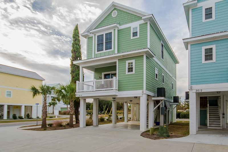 4 Bedroom Vacation Home in Perfect Location at the South Beach Cottages - Image 1 - Myrtle Beach - rentals