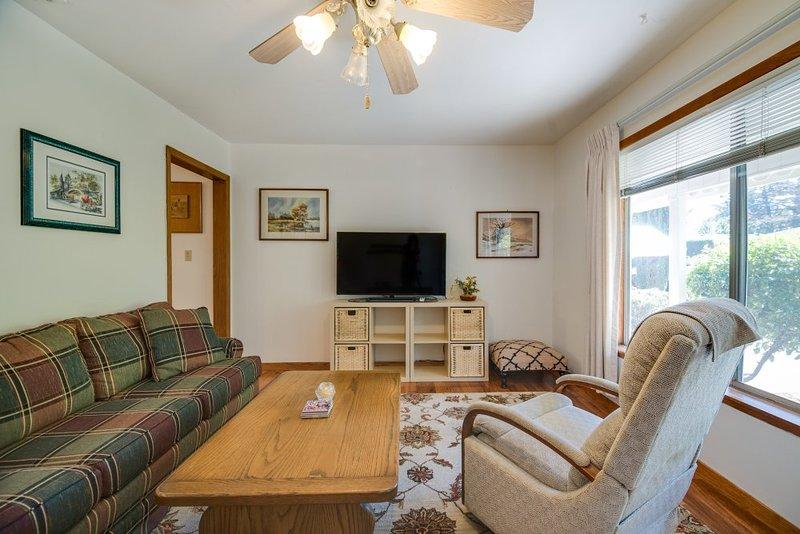 Furnished 2-Bedroom Home at Roosevelt Ave & Johnson St Redwood City - Image 1 - Redwood City - rentals