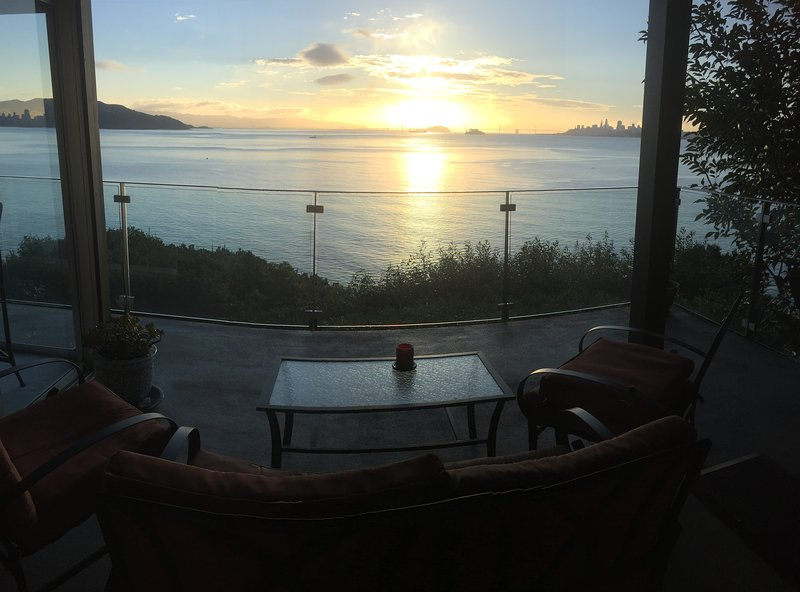 Sunrise from 14 Josephine Spectacular Deck! - Spectacular Views On San Francisco Bay - Sausalito - rentals