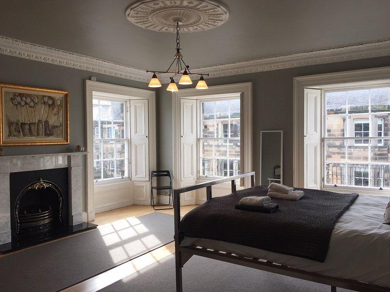 Large Corner Bedroom - Fantastic Spacious 'Double Upper' Apartment - Edinburgh - rentals