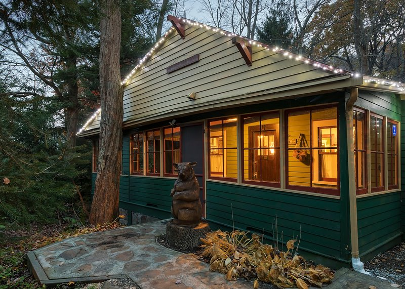 Front Entry is easily accessable - Waterfront Cottage,  Seven Springs/Hidden Valley - Somerset - rentals
