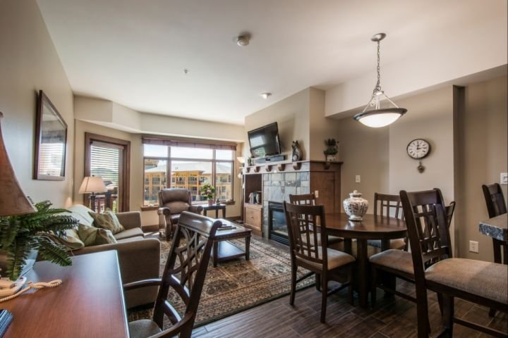 When you enter the home, you will immediately notice an open living area with great east-facing mountain views and a remodeled gourmet kitchen. - Sundial 1 Bedroom Mountain Suite - Park City - rentals