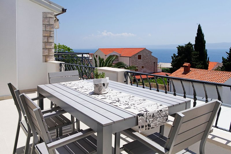 Diana 4-offers a wonderful view over the rooftops of Bol from the sunny balcony - Image 1 - Bol - rentals