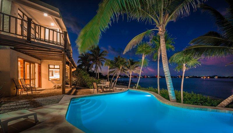 Casa Zama, a 3-6 BR villa on Half Moon Bay beach in Akumal, Mexico.  - Dreamy Villa on the beach of Half Moon Bay in Akumal - Akumal - rentals