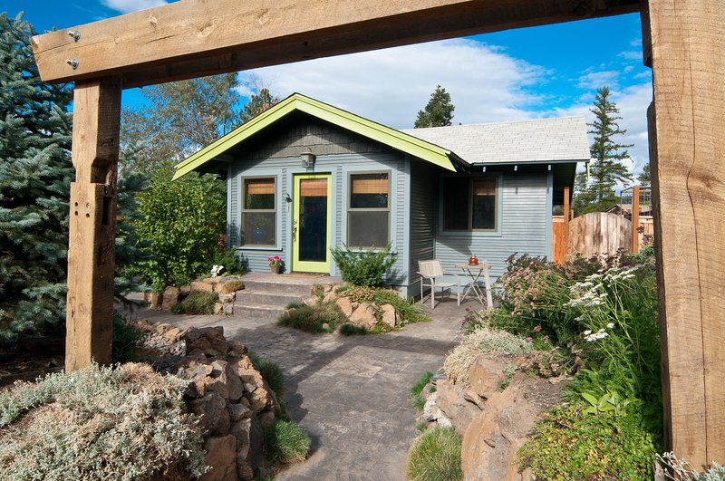 Bend Zen - Front of Home with driveway to the left. - Bend Zen - Bend - rentals