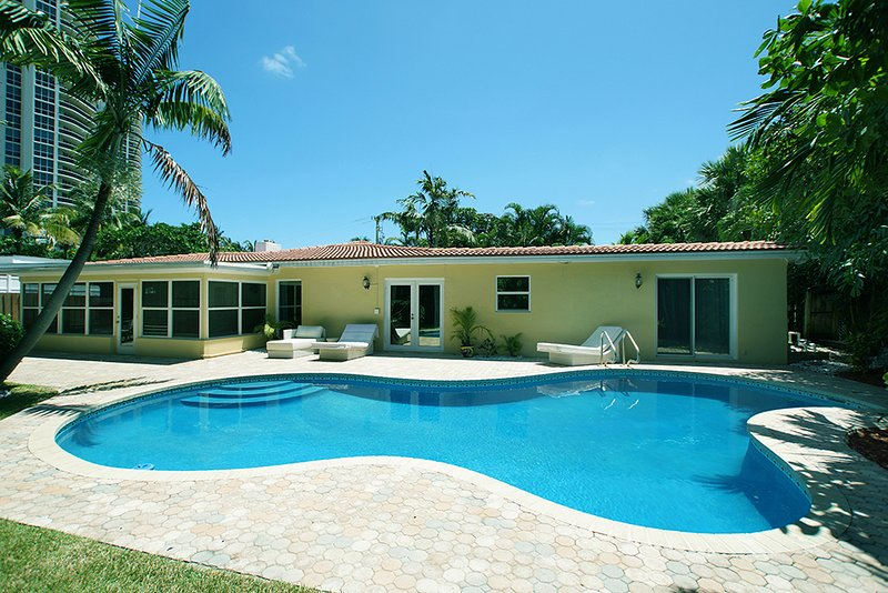 Available for Christmas! Dec 20-27! Tropical Retreat steps from the beach.. - Image 1 - Lauderdale by the Sea - rentals