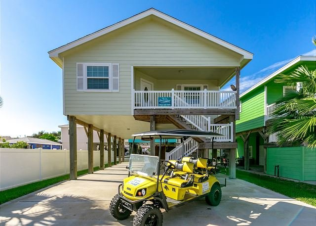 Free Golf Cart - Batton The Hatches: FREE GOLF CART, Close to Beach, Pool, Pets - Port Aransas - rentals
