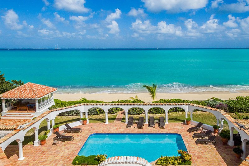 Serena.... 5BR vacation rental on Baie Rouge beach, St Martin 800 480 8555 - SERENA... This elegant beachfront villa is truly exceptional! - Baie Rouge - rentals