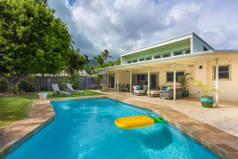 Don't forget the blow up pineapple for those social media moments! Tag us at #elitepacificproperties and #LuxuryHIVillas from your pineapple! - Hale Niuiki - Honolulu - rentals