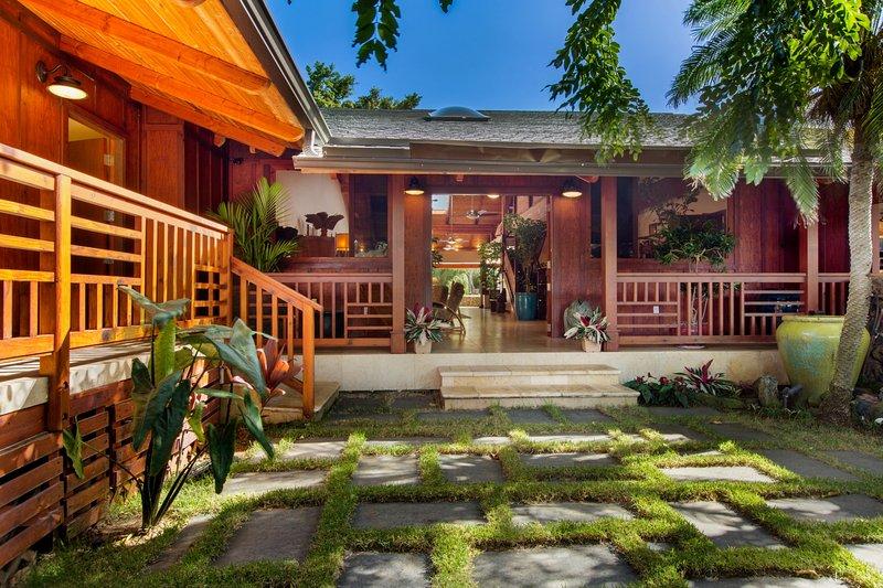 Decorative main entry. - Portlock Oasis - Honolulu - rentals