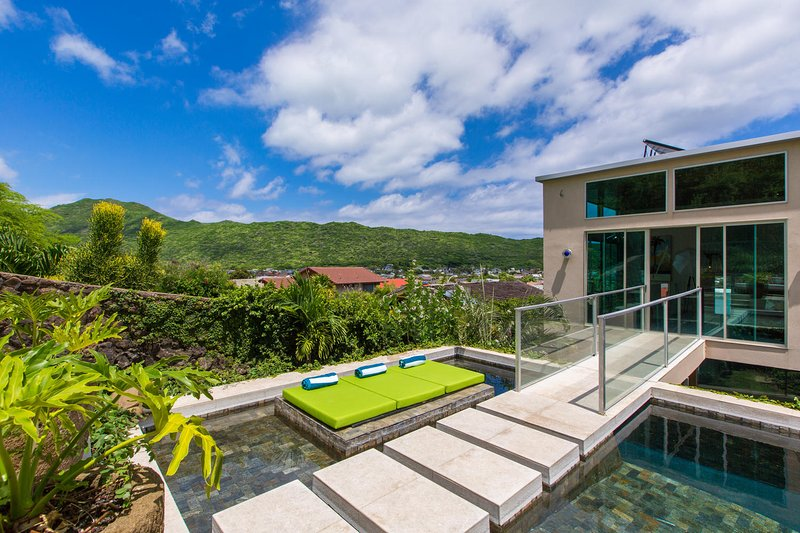 Private hotel style pool area, with lounge seating!! - Villa Luana - Honolulu - rentals
