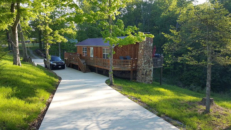 Uniquely hand crafted cedar cabin with concrete driveway for cars and motorcycles. - Cedar Cabin Lynchburg, TN - Lynchburg - rentals